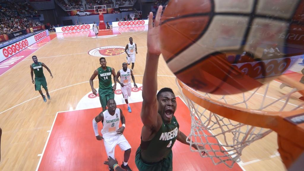 Le Nigérian Ben Uzoh face au Sénégal. Courtesy of Fiba Africa